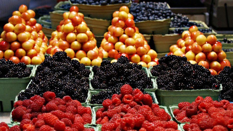 Как сохранить фрукты и ягоды свежими пару недель
